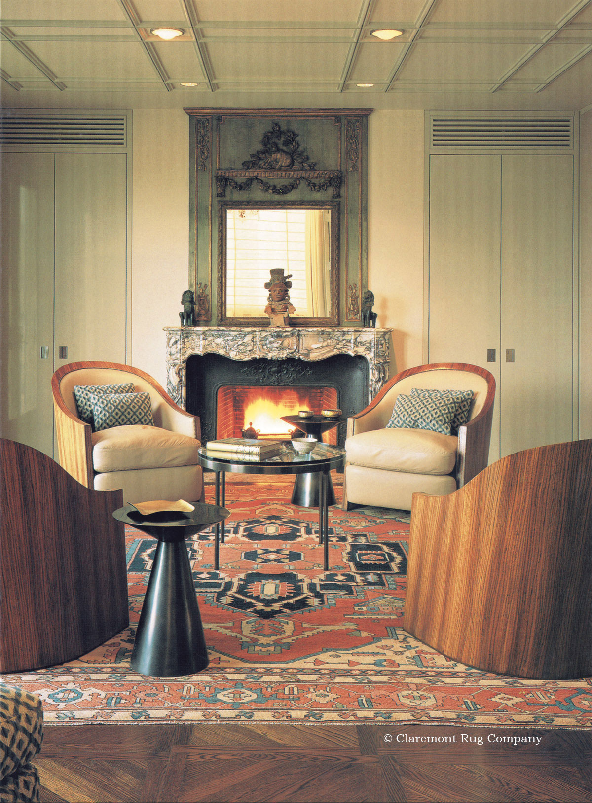 The unusually spacious design of this 150-year-old Serapi highlights the immediately recognizable interest in connoisseurship reflected in this distinctive sitting room. This spectacular carpet harmonizes the Pre-Columbian artifacts, Napoleonic mantle and mirror and elegant designer chairs.